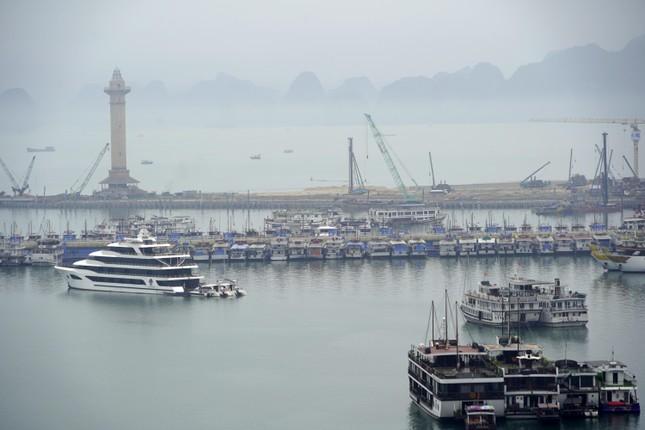 Mở cửa du lịch nội tỉnh, Hạ Long vẫn 'vắng như chùa bà Đanh' ảnh 10