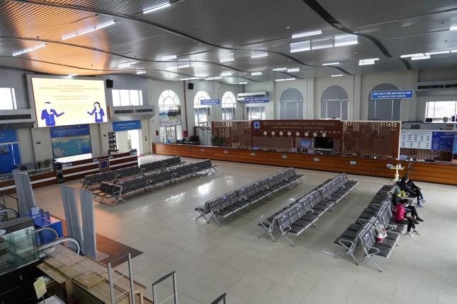Mở cửa du lịch nội tỉnh, Hạ Long vẫn 'vắng như chùa bà Đanh' ảnh 2