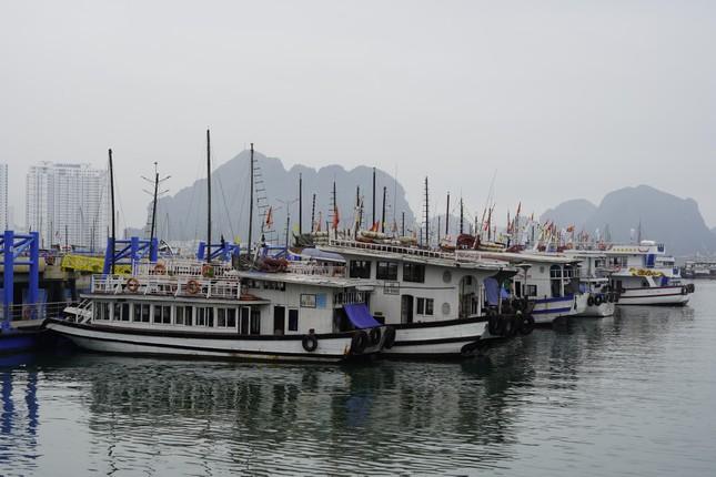 Mở cửa du lịch nội tỉnh, Hạ Long vẫn 'vắng như chùa bà Đanh' ảnh 9