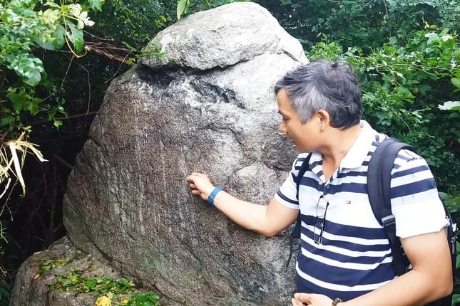 Giải mã chữ Chăm cổ trên bia đá gần 600 năm ảnh 2