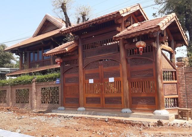 Xem tư dinh quan chức làm mất rừng sở hữu 'kiệt tác' gỗ đồ sộ ảnh 7