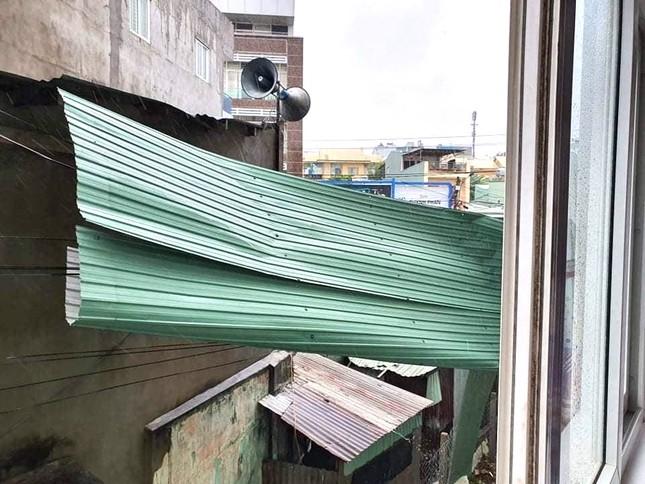 Bão số 9 cuốn trôi cầu, tốc hàng loạt mái nhà ở Gia Lai - Kon Tum ảnh 1