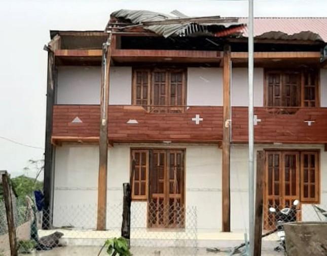 Bão số 9 cuốn trôi cầu, tốc hàng loạt mái nhà ở Gia Lai - Kon Tum ảnh 2