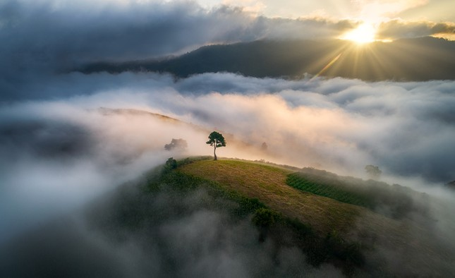 Chiêm ngưỡng núi lửa Chư Đăng Ya lúc mặt trời mọc ảnh 3