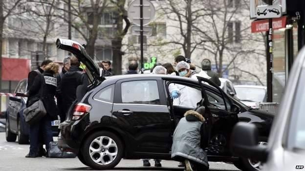 Nghi can 18 tuổi vụ thảm sát tòa soạn Pháp đầu hàng ảnh 9