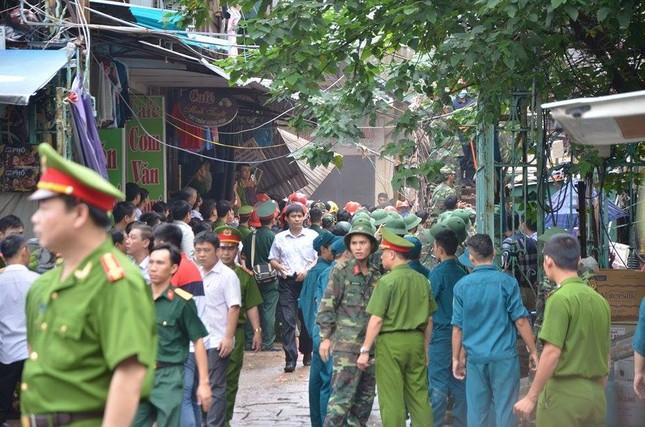 Sập nhà cũ ở Hà Nội, hai người tử vong dưới đống đổ nát ảnh 1
