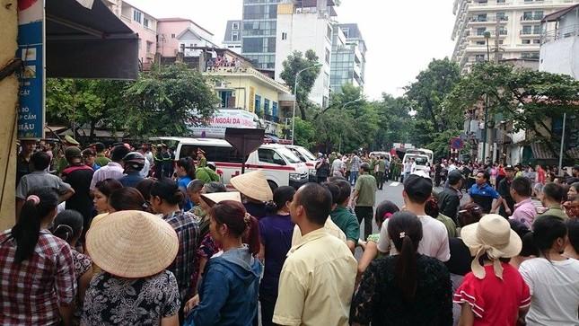 Sập nhà cũ ở Hà Nội, hai người tử vong dưới đống đổ nát ảnh 7