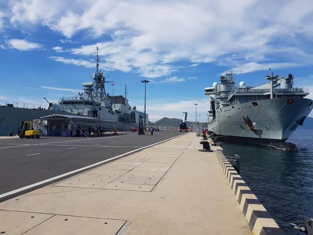 Tàu hải quân Canada cập Cảng quốc tế Cam Ranh ảnh 2