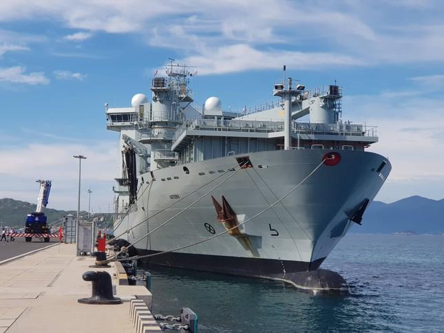 Tàu hải quân Canada cập Cảng quốc tế Cam Ranh ảnh 3