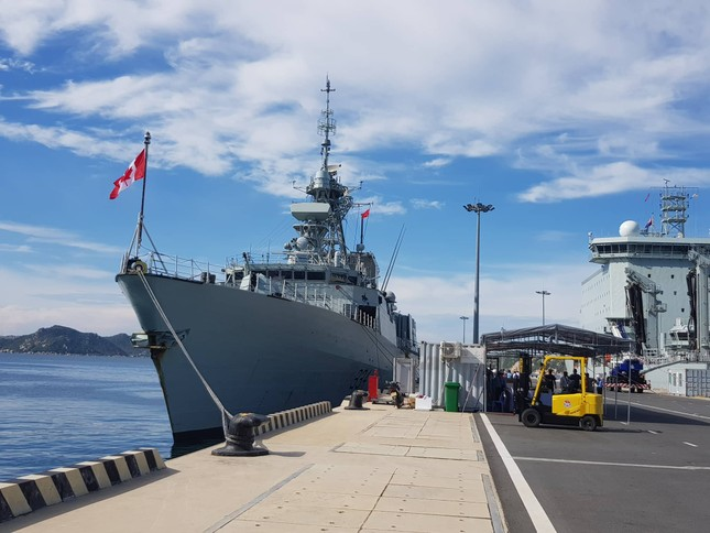 Tàu hải quân Canada cập Cảng quốc tế Cam Ranh ảnh 4