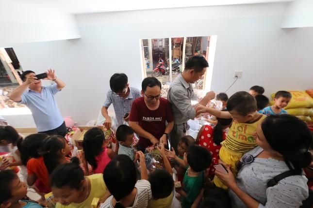 Báo chí thường trú Khánh Hòa tặng quà trẻ em cơ nhỡ, người già neo đơn ảnh 12
