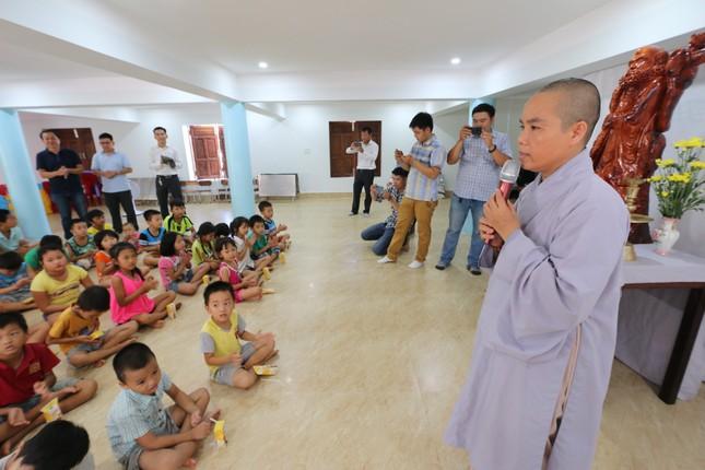 Báo chí thường trú Khánh Hòa tặng quà trẻ em cơ nhỡ, người già neo đơn ảnh 9