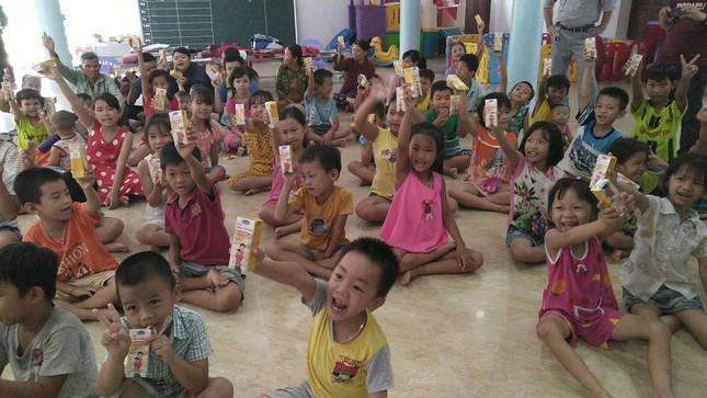 Báo chí thường trú Khánh Hòa tặng quà trẻ em cơ nhỡ, người già neo đơn ảnh 3