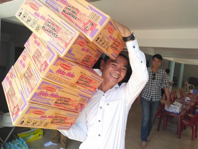 Báo chí thường trú Khánh Hòa tặng quà trẻ em cơ nhỡ, người già neo đơn ảnh 10