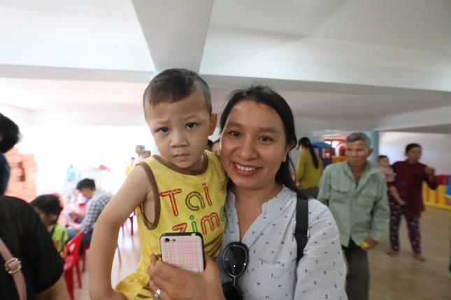 Báo chí thường trú Khánh Hòa tặng quà trẻ em cơ nhỡ, người già neo đơn ảnh 11