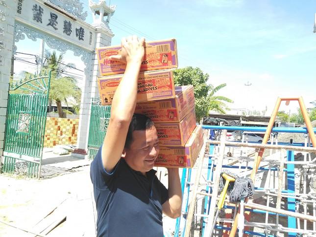 Báo chí thường trú Khánh Hòa tặng quà trẻ em cơ nhỡ, người già neo đơn ảnh 5