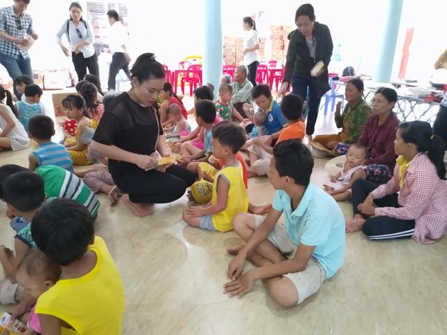 Báo chí thường trú Khánh Hòa tặng quà trẻ em cơ nhỡ, người già neo đơn ảnh 4