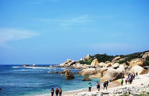 Biên phòng Khánh Hòa đề nghị chấm dứt du lịch tự phát đến cực Đông ảnh 1