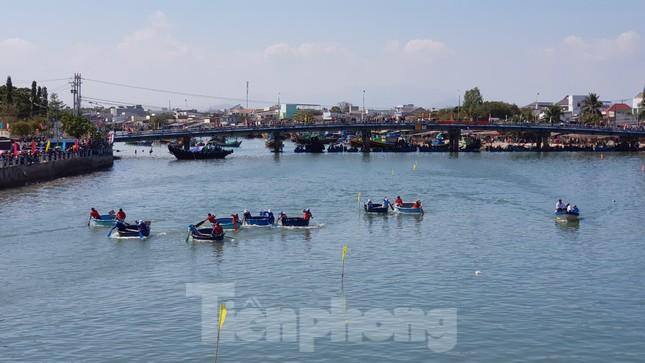 Tưng bừng lễ hội đua thuyền trên sông Cà Ty ảnh 6