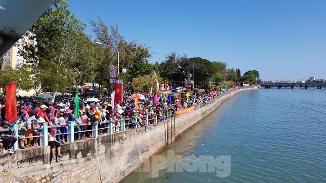 Tưng bừng lễ hội đua thuyền trên sông Cà Ty ảnh 2