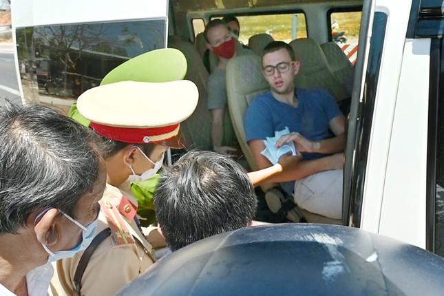 Bình Thuận lập 2 chốt kiểm soát y tế khách nước ngoài ảnh 3