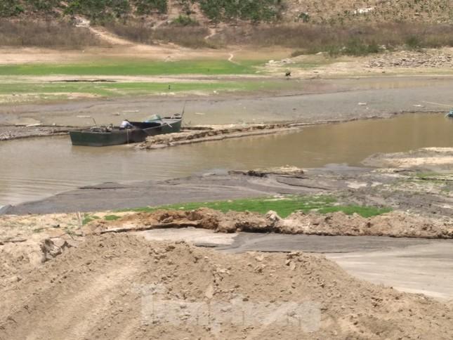 Hồ thuỷ lợi Khánh Hoà tan hoang vì 'cát tặc' ảnh 6