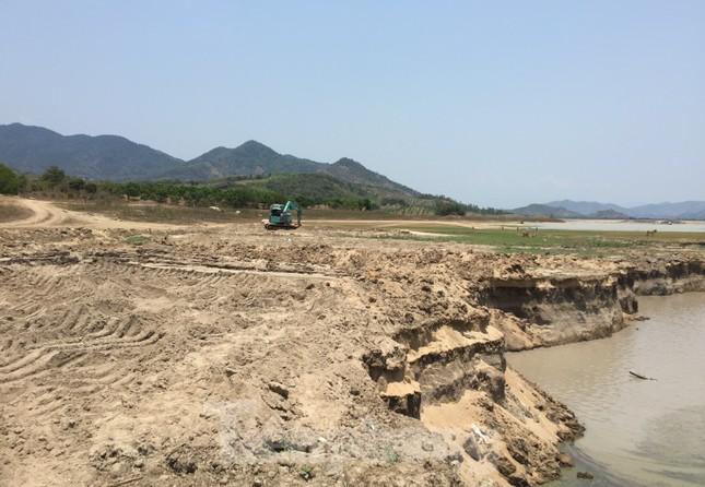 Hồ thuỷ lợi Khánh Hoà tan hoang vì 'cát tặc' ảnh 4