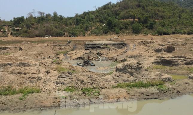 Hồ thuỷ lợi Khánh Hoà tan hoang vì 'cát tặc' ảnh 8