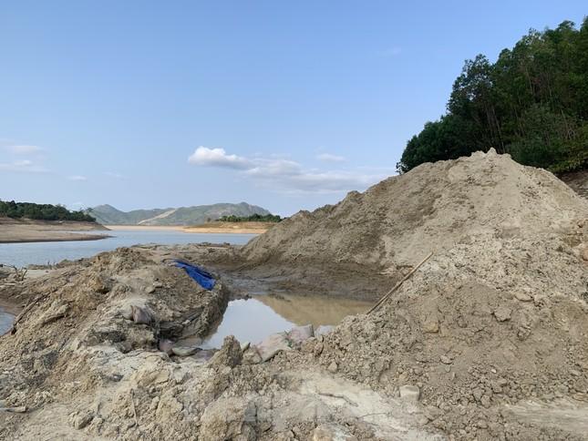 Hồ thuỷ lợi Khánh Hoà tan hoang vì 'cát tặc' ảnh 9