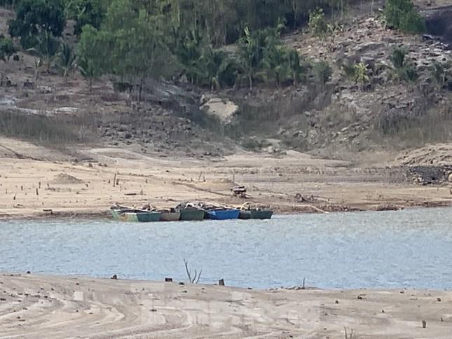 Hồ thuỷ lợi Khánh Hoà tan hoang vì 'cát tặc' ảnh 11