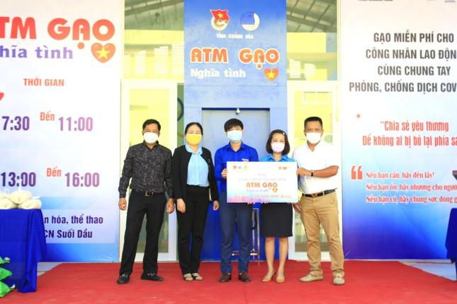 Tỉnh đoàn Khánh Hoà lắp ATM gạo nghĩa tình cho công nhân khu công nghiệp ảnh 2