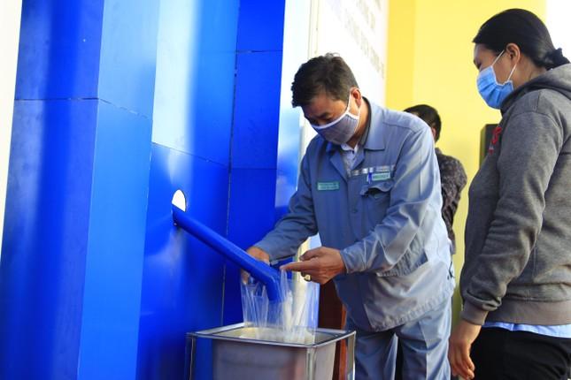 Tỉnh đoàn Khánh Hoà lắp ATM gạo nghĩa tình cho công nhân khu công nghiệp ảnh 3