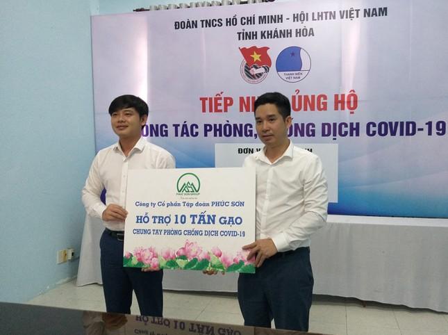 Tỉnh đoàn Khánh Hoà phối hợp với Tập đoàn Phúc Sơn tặng gạo cho người nghèo ảnh 1