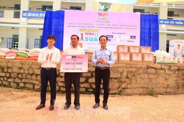 Báo Tiền Phong phối hợp trao tặng 10 máy lọc nước cho trường học vùng sâu Khánh Hoà ảnh 4