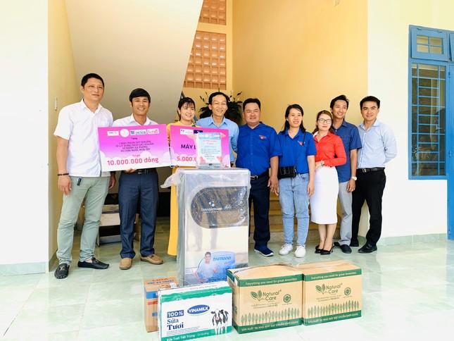 Báo Tiền Phong phối hợp trao tặng 10 máy lọc nước cho trường học vùng sâu Khánh Hoà ảnh 2