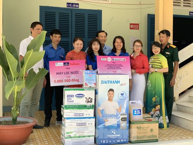 Báo Tiền Phong phối hợp trao tặng 10 máy lọc nước cho trường học vùng sâu Khánh Hoà ảnh 3