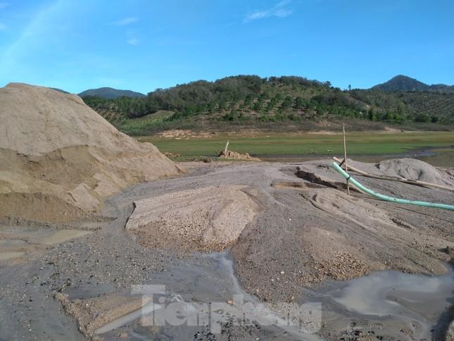Bất chấp chỉ đạo, 'cát tặc' vẫn vô tư đào xới hồ thuỷ lợi ở Khánh Hoà ảnh 5