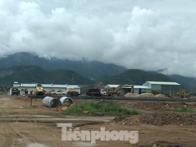 Vụ xây 'chui' tại khu đô thị sinh thái ở Nha Trang: 'Đá bóng' trách nhiệm? ảnh 2