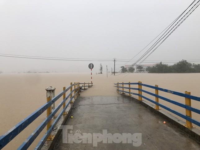Nhiều nơi ở Khánh Hoà ngập lụt sau bão số 12 ảnh 2