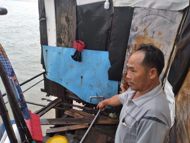 Sóng đánh nhà tơi tả, dân xóm Chụt Nha Trang sống trong sợ hãi ảnh 3