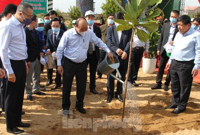 Thủ tướng Nguyễn Xuân Phúc: 'Mỗi người, mỗi nhà, mỗi cơ quan cùng gieo mầm xanh của sự sống' ảnh 3