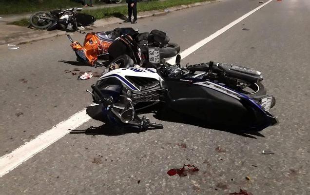 4 công nhân nguy kịch sau tai nạn xe máy liên hoàn ảnh 1