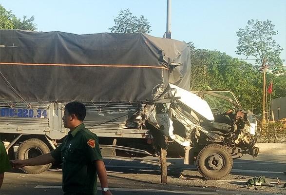 Tai nạn xe tải liên hoàn khi dừng đèn đỏ, 8 người bị thương ảnh 1