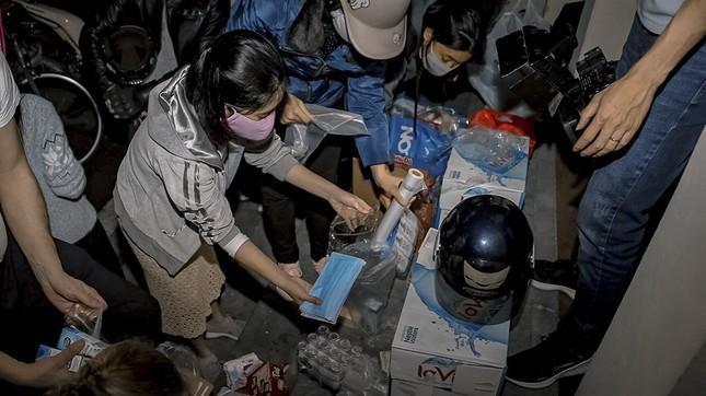 Chàng trai Tây giúp đỡ người vô gia cư ở Hà Nội ảnh 3