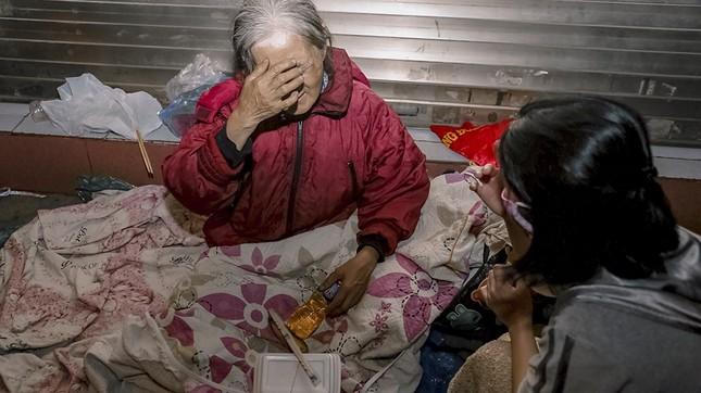 Chàng trai Tây giúp đỡ người vô gia cư ở Hà Nội ảnh 9