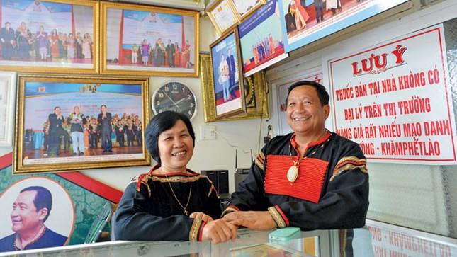 Khăm Phết Lào - Ðộc đáo một nhân cách lương y! ảnh 3