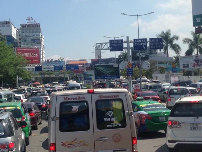 Sân bay Tân Sơn Nhất cao điểm Tết: Thường trực nỗi lo quá tải ảnh 1
