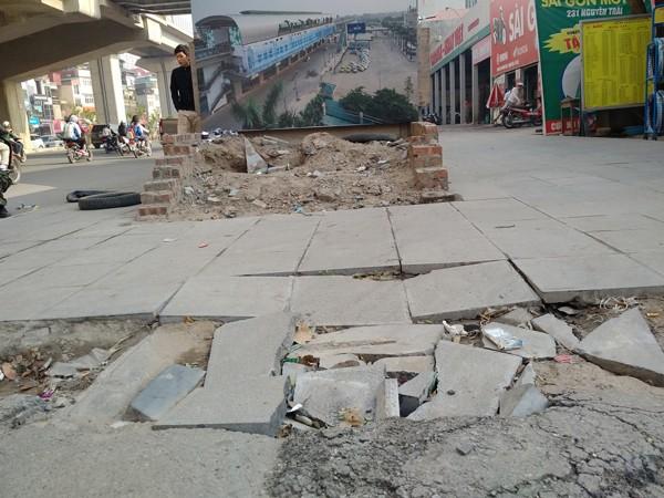 Lát đá vỉa hè: Chủ tịch Hà Nội yêu cầu thanh tra, làm rõ trách nhiệm ảnh 1
