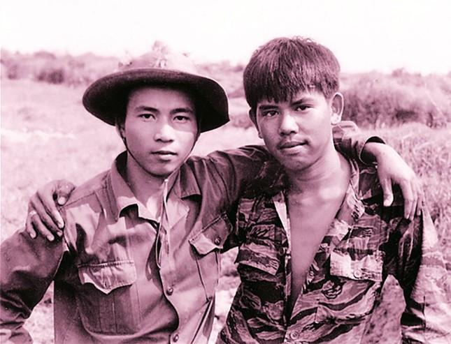 Hai người lính hội ngộ sau 45 năm ảnh 2