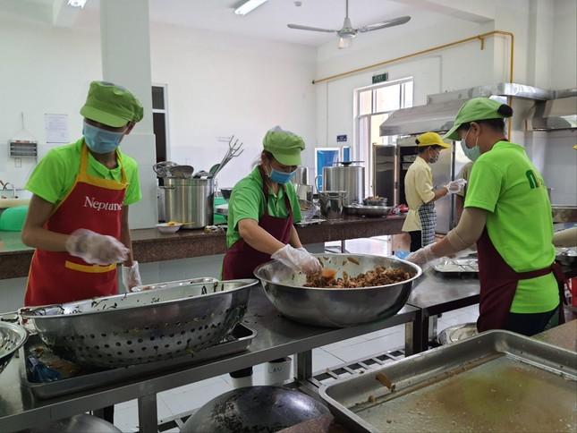 Bữa ăn bán trú: Ngộ độc rình rập, nghèo dinh dưỡng ảnh 1
